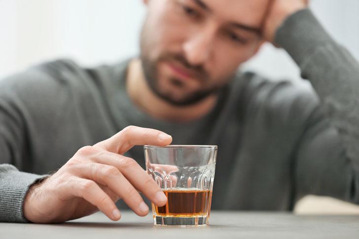 лечить алкоголика в Сланцах